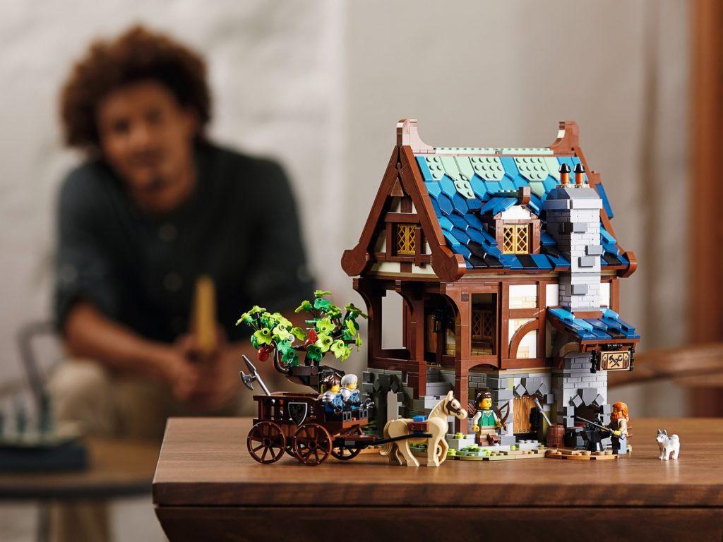 LEGO 21325 Medieval Blacksmith - sfeerfoto